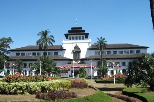 Gedung_Sate_Bandung_530_353.jpg